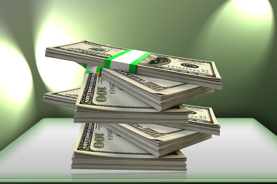 balíky dolarů