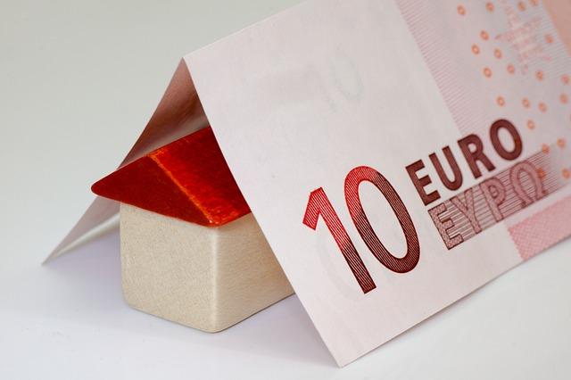 dřevěný domeček, deset euro
