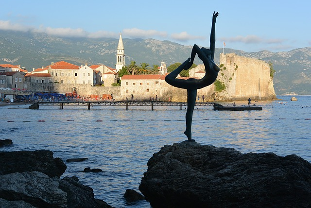 socha na kameni