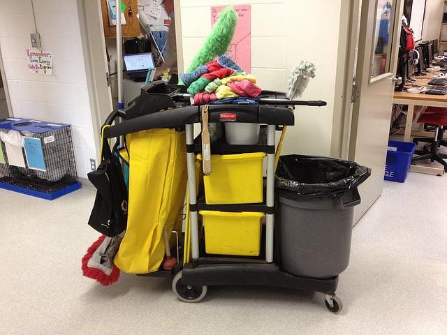 vozík na úklid