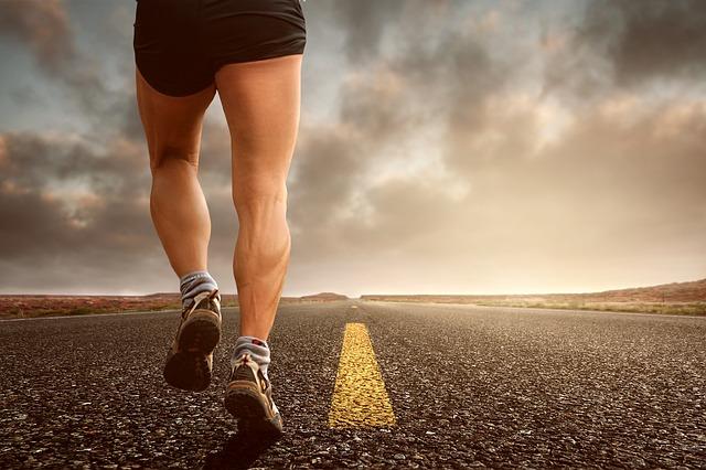 běhání po silnici
